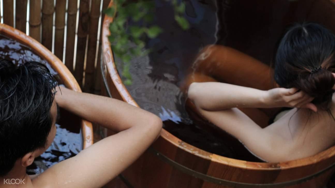 girls in red dao bath